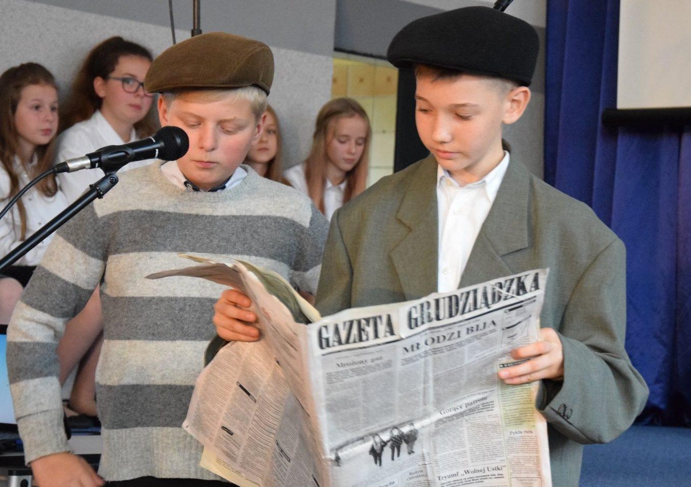 W Gminie Linia uczniowie strajkowali w obronie języka polskiego. Teraz upamiętniono ich odwagę